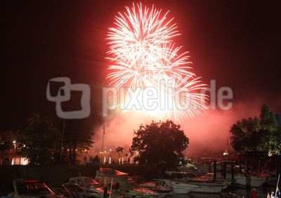Feuerwerk am Rheinhafen