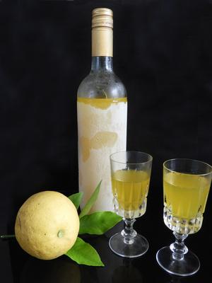 Limoncello aus eigenen Zitronen