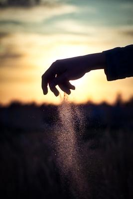 Sandriesel aus Hand