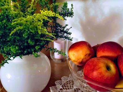 Blume und Äpfel