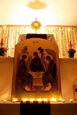 Anbetung Eucharistisch und Ikone Troika