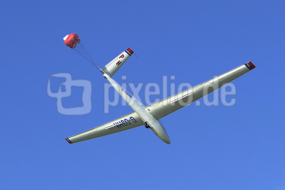 Landung mit Bremsfallschirm