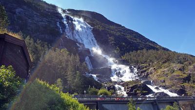 Blick zum Wasserfall Langfossen
