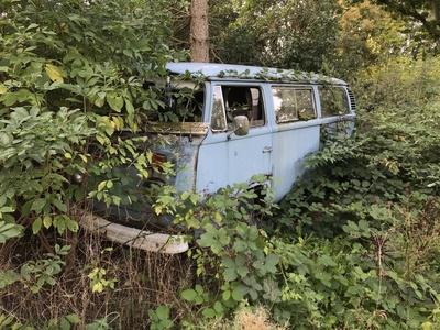 Rostlaube: Alter VW-Bulli