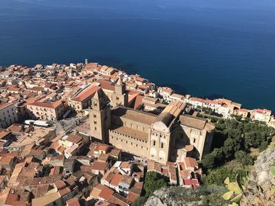 Cefalù: Blick auf Stadt mit Kathedrale