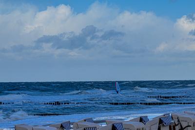 Surfer beim Wellentanz