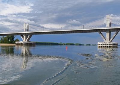 Europa-Donaubrücke . . . .