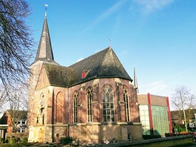 Veert - Pfarrkirche im Sonnenlicht