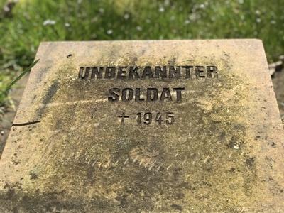 Grabstein: Unbekannter Soldat