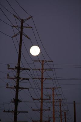 Mond hinter Kabel