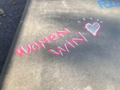 Frauenpower und Gleichberechtigung: Schriftzug Woman Win / Foto: Alexander Hauk