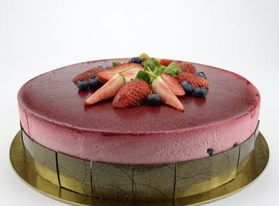 Himbeer-Joghurttorte fein dekoriert