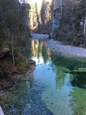 Fluss in Bergschlucht