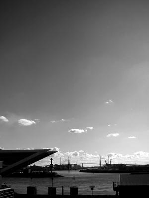 Hamburger Hafen mit Blick auf Köhlbrandbrücke