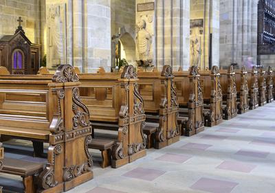 Kirchenbänke im Dom von Bamberg