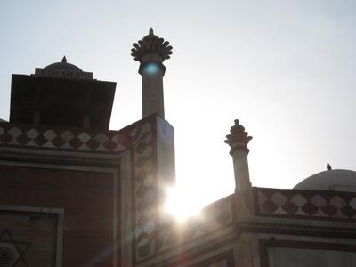 Indien: Tempel im Gegenlicht.