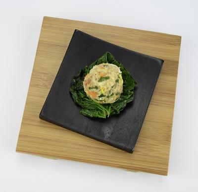Vollkorn-Gemüseknödel auf Blattspinat