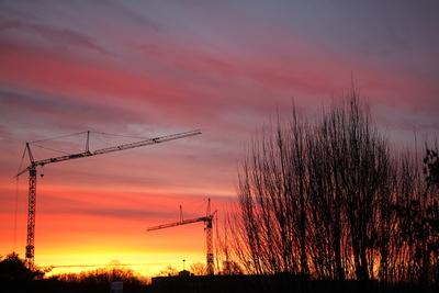 Sonnenaufgang auf der Großbaustelle