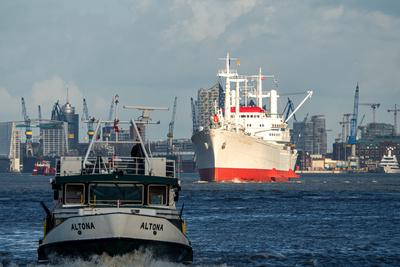 """Museumsschiff """"Cap San Diego"""" auf der Elbe unterwegs (5)"""