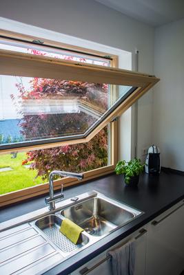Küche mit Kippfenster