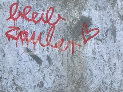 "Graffiti: ""Bleib zauber"" / Foto: Alexander Hauk"